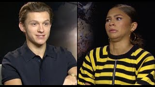 Video Tom Holland & Zendaya Reveal All Their Secrets In The 'PopBuzz Confession Booth' MP3, 3GP, MP4, WEBM, AVI, FLV Juli 2019