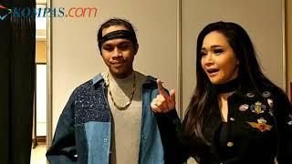 Video Di Belakang Panggung Indonesian Idol Maia Estianty Beri Pelukan untuk Kevin MP3, 3GP, MP4, WEBM, AVI, FLV Februari 2018