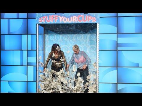 إلين ديجينيريس وهالي بيري تحشوان صدريتيهما بخمسة آلاف دولار!