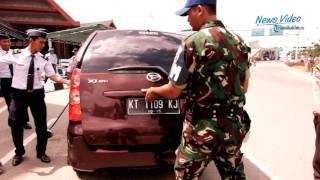 Video VIDEO Kendaraan Mencurigakan Masuk Lokasi Bandara di Kota Ini Diperiksa MP3, 3GP, MP4, WEBM, AVI, FLV November 2017