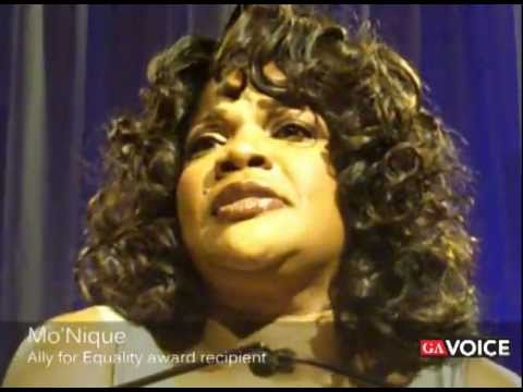 Mo'Nique accepts 'Ally for Equality' award at 2011 Atlanta Human Rights Campaign Dinner Gala