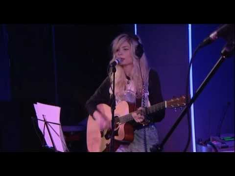 Nina Nesbitt Covers Chocolate by 1975