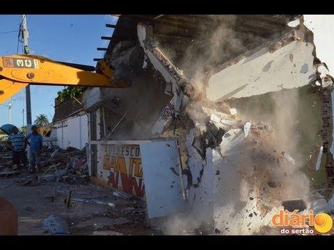 Sede do Bicampeão Paraibano, casas e barracos são demolidos em Sousa. Vídeo!
