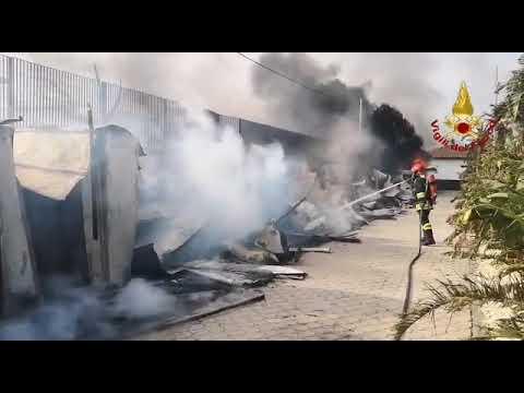 Inferno a Catania: tutti gli interventi dei Vigili del Fuoco