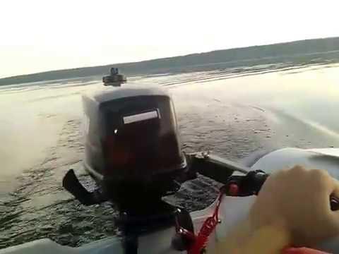 удар лодочного мотора о камень