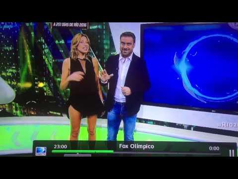 體育女主播在直播時「不小心掀起裙子」,接著電視機前的觀眾就看到了超清晰的噴血畫面…