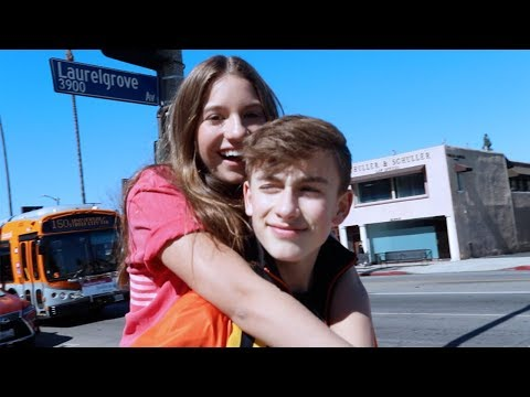 Lauv - I Like Me Better (Johnny Orlando + Mackenzie Ziegler) (видео)
