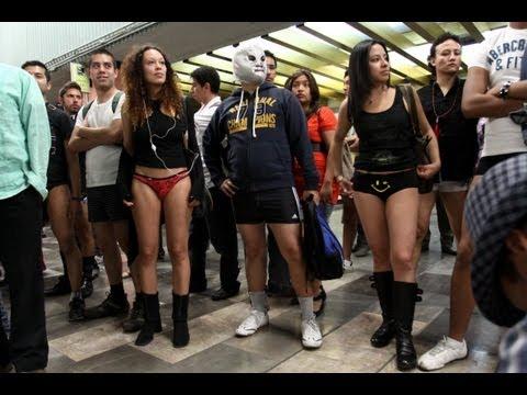 bragas de niñas en el metro