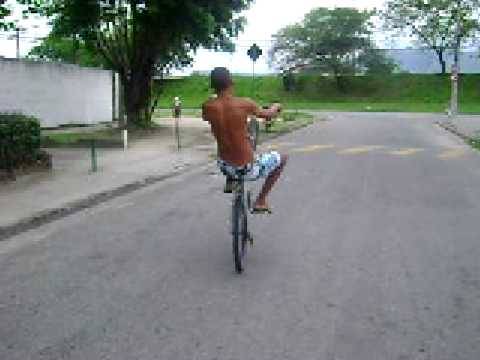 Empinando bike