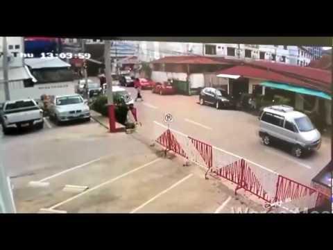 බයික් එකකින් ගිය කොල්ලො දෙන්නෙක් පාරෙ යන කෙල්ලෙකුට කළ අමානුශික අපරාධය CCTV කැමරාවේ