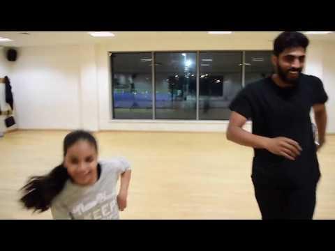 Tu Cheez Badi hai mast Group dance