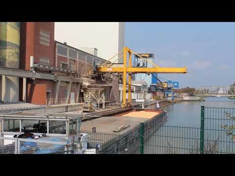 Разгрузка судна на речном терминале в Мюнстере (видео) - Центр транспортных стратегий