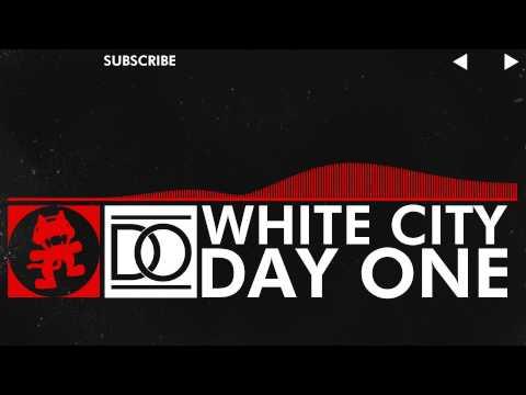 Tekst piosenki Day One - White City po polsku
