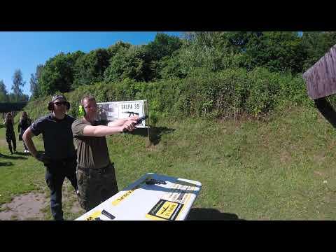 Klasa LO na zajęciach z nauki strzelania. Instruktaż Grupa 39 z Elbląga.