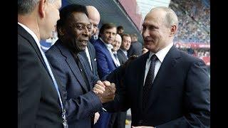 O Rei do futebol foi convidado de honra na Copa das Confederações e assistiu a partida ao lado do fã, o presidente russo, Vladimir Putin.