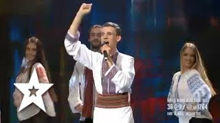 Gabriel Nebunu keeps the energy levels high during his semi final performance! Footage from Românii au talent semi finals. Subscribe to Românii au talent: ht...