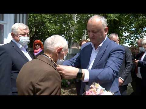"""Șeful statului a conferit """"Ordinul Republicii"""" la doi veterani din raionul Ștefan Vodă"""