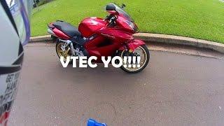 8. 2011 Honda VFR800 Test Ride | VTEC | I'm in Love