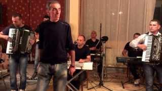 Download Lagu Zvezdan Tomasevic & Ork Radeta Lukica Parcanca - Nalazim se na raskrscu srece (uzivo) Mp3