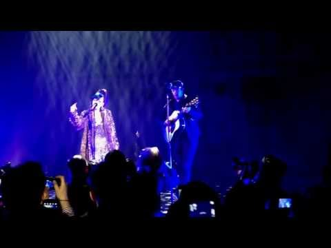 Lily Allen + Chris Martin (Coldplay) - The Fear (Under 1 Roof, Apollo Hammersmith 19th-12-2013)