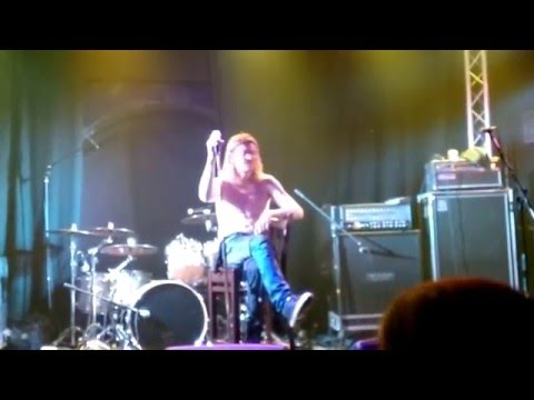 Puddle Of Mudd's Frontman Has Epic Meltdown...