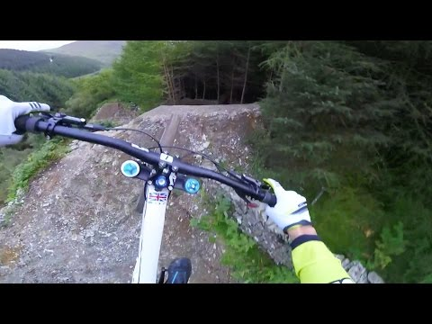 Gee Atherton Tests INSANE MTB Trail: GoPro View - Red Bull Hardline (видео)