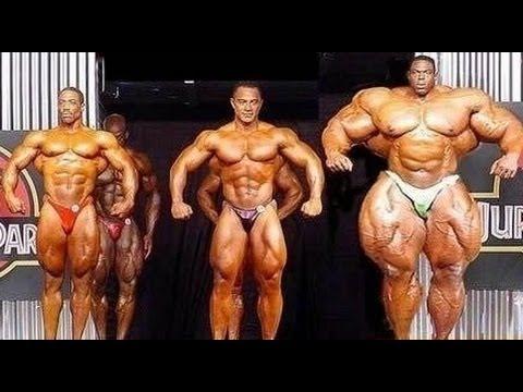 uomini con muscoli paurosi