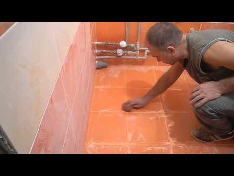 Укладка плитки в ванной своими руками видео на пол