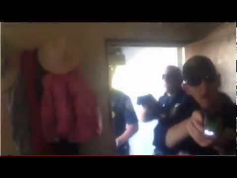 Policía derrumba una puerta y electrocuta a un sospechoso