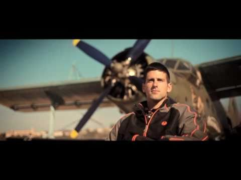 Novak Djokovic plays tennis on wings of flying plane – SPEED WingTennis
