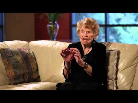 16歲時慘遭性侵而懷孕的老奶奶,現在時隔77年終於與朝思暮想的女兒相聚!