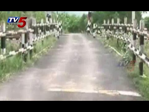 Railroad Crossing Gate Wants at Settigunta Railway Koduru : TV5 News