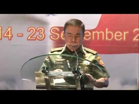 Aksi Para Penerjung Payung Ini Meriahkan Rangkaian HUT TNI ke 70