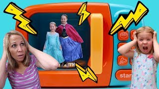 Video LIFE SIZE Magic Microwave ~ Playing with Princesses w/ Addy and Maya MP3, 3GP, MP4, WEBM, AVI, FLV Juli 2018