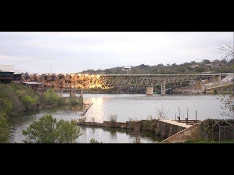 Bro i Texas rivs med en massa sprängmedel
