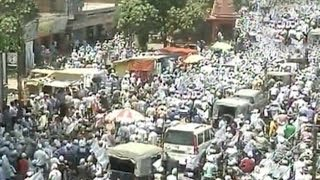 Thousands attend Kejriwal's road show in Varanasi