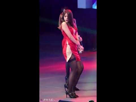 韓女團無極限,吊帶襪超短裙,躺地春光外洩!