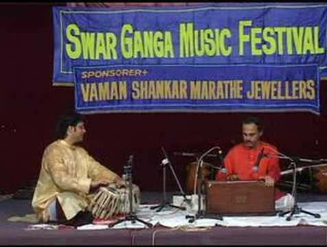 thatte - Dr. Arawind Thatte the leading Harmonium player of India plays Raag Basanti on the Day 2 of SwarGanga Music Festival 2007. SwarGanga was blessed to have an a...