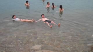 Có ai muốn tắm ở Biển Chết không? :))