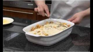 The best Pasta bake recipe, a great, simple and quick Pasta bake recipe to try. This recipe possesses great flavor, is creamy, saucy and really filling. In this recipe, there are all those deliciously great ingredients that should be present in the perfect pasta dish. The aroma of Pasta bake is highly appetizing and mouthwatering with the combination of the melted cheese, garlic and oregano. The little bit of garlic brings out a sharp tinge in the pasta. The great news is that you can use this simple, easy to follow recipe to make this delicious pasta.