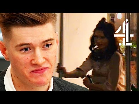 That Moment Your Date Bails Without You Knowing... | First Dates (видео)
