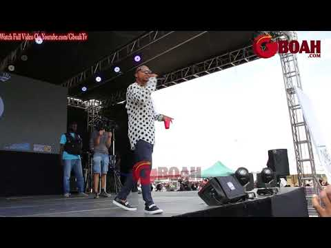 Charles Okocha (Igwe 2Pac) Perform His Hit Track At Maga Youth Concert, Beg fan to Get Their PVC