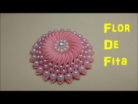 Flor de cetim com pérolas