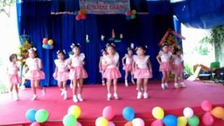 Lá 2 múa Bài ca đi học (mam non Hoa Hồng Đỏ)