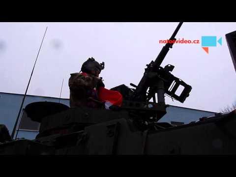Jízda dragounů -Pardubice -  vlajka ČR jako dar pro US vojáka před odjezdem.
