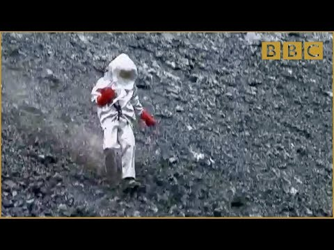Scientist gets too close to lava lake! - Richard Hammond's Journey to the Centre of the Planet - BBC (видео)
