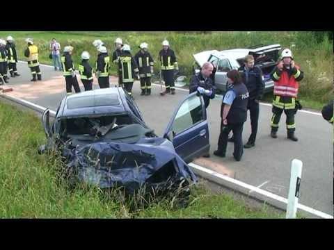 Adorf: Zwei Schwerverletzte bei Frontalcrash