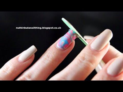 Wassermarmorierte (Water Marble) Fingernägel Leicht Kreieren - DIY Beauty - Guidecentral