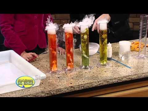 Sprudelnde Säure des Trockeneises - Cooles wissenschaftliches Experiment