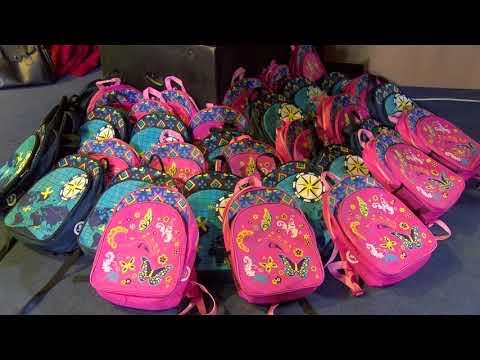 Около 500 детей из всех секторов столицы получили ранцы и школьные принадлежности от Фонда Первой Леди «Din Suflet»
